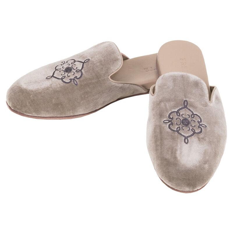 Avior Slippers