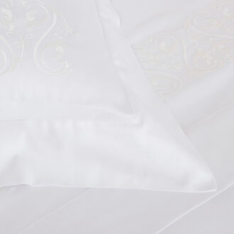 Ornate Medallion Ricamo Completo Letto